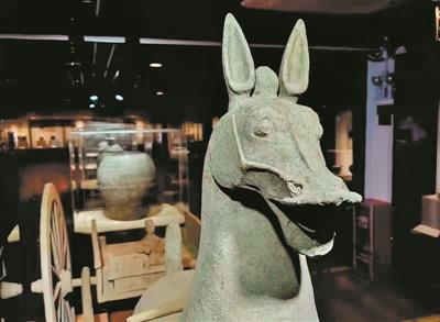 """广州这座博物馆里,有一套""""最大""""的汉代车马俑"""