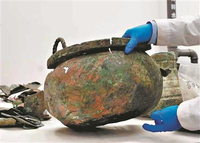"""广州""""文物医生""""要给60多件汉代青铜器""""治病"""""""