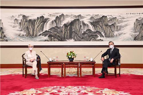 王毅会见美国常务副国务卿舍曼:向美方提出三条底线