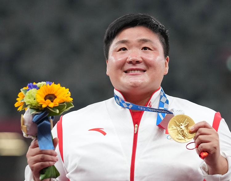 巩立姣终圆奥运冠军梦 赢得中国奥运史上首枚田赛项目金牌