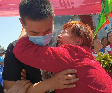 5岁的他在郑州和父母走失,27年后,他终于回家了!