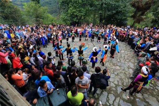 9月16日,石棉县尔苏藏族欢度环山鸡节