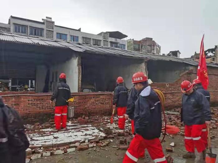 多支救援力量抵达震中开展抢险救援 已转移安置群众6904人