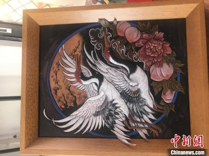 """皮雕匠人黄剑杰:铁笔生""""画"""" 保护传承传统工艺"""