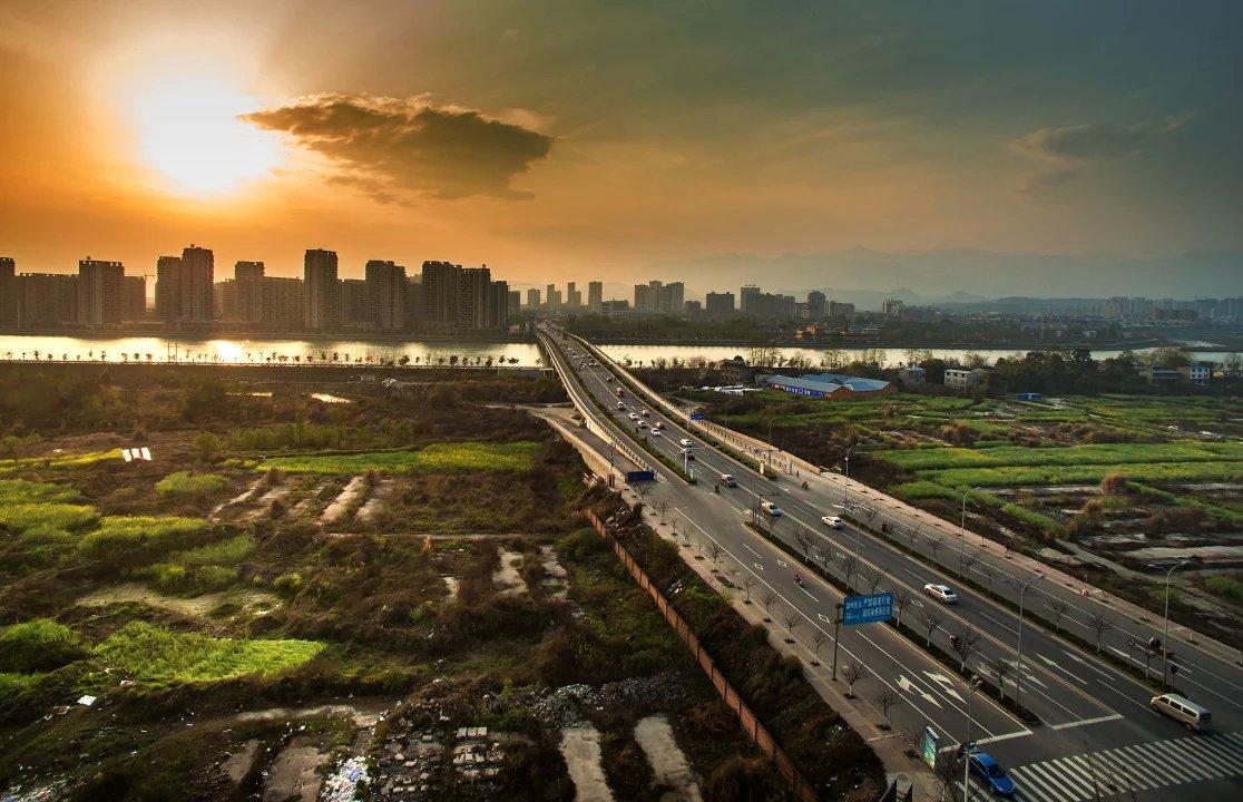 1至8月四川重点项目完成投资5042.1亿元
